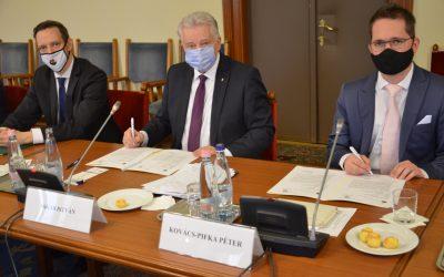 Együttműködési szándéknyilatkozatot írt alá a Hungary Helps Ügynökség és az Afrika Tudásközpont